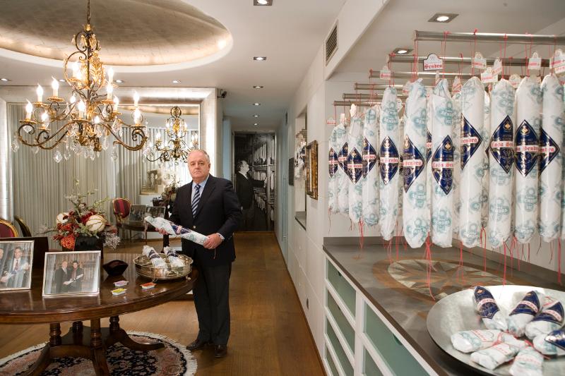 Pau Arboix en su tienda de Vic