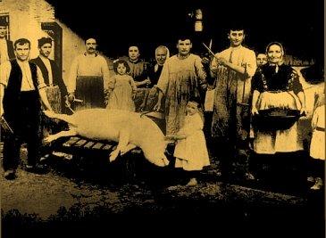 Foto de época (1904): familia en plena matanza